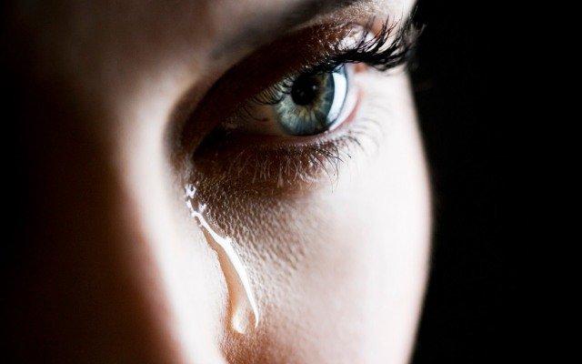 Плакать во сне и проснуться в слезах