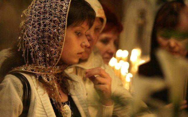 К чему снится креститься во сне рукой в церкви
