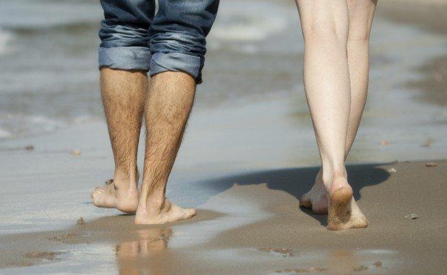 Видеть во сне свои ноги грязные и босые, голые и волосатые по соннику