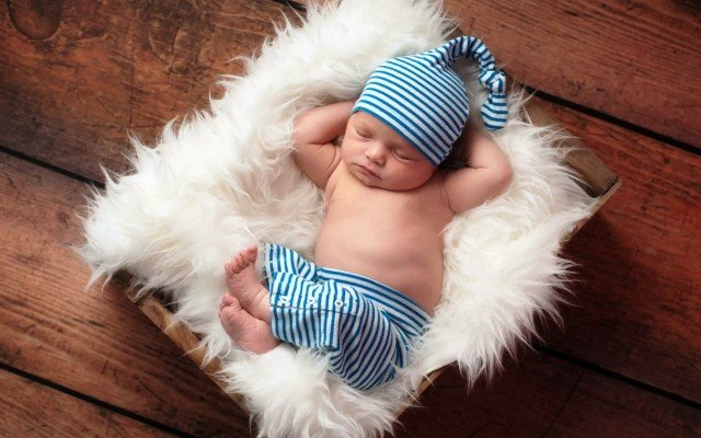 Видеть новорожденного или много новорожденных во сне, значение по соннику