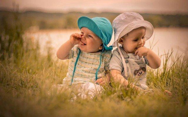 Видеть во сне маленького ребенка, новорожденного мальчика или девочку, взрослого видеть маленьким