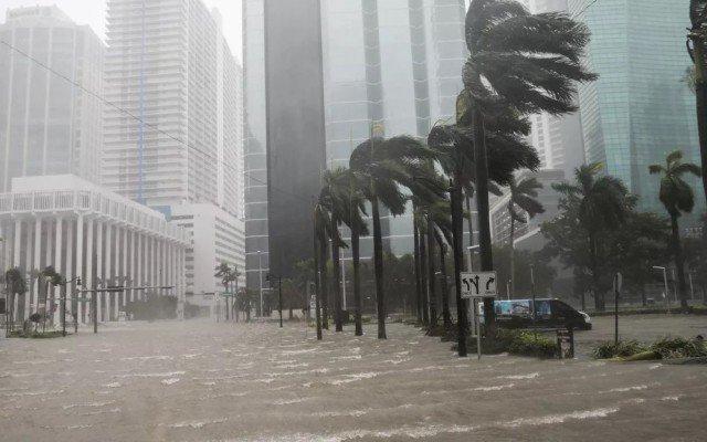 Видеть во сне сильный ураган, бурю трактовка сонник Миллера